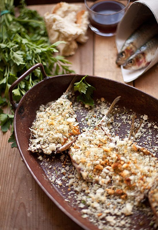 Sardinas al horno con vino blanco y pan rallado. Qué buena pinta, ¿verdad?  Foto de http://1080fotosdecocina.com    #hazteunpansano Pansano www.pansano.net