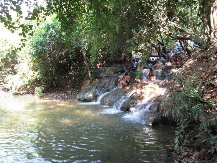 Hot Spring Waterfall e Emerald Pool in Krabi | Tour a Sa Morakot e alle terme - http://www.provarciegratis.com/thailandia/turismo-thailandia-thailandia/emerald-pool-in-krabi/ - by  Pier Sottojox -  #BluePoolKrabi #EmeraldPoolKrabi #HotSpringWaterfall #KhaoPraBangkramWildlifeSanctuary #Krabi #SaMorakot #SaNamPhut #thailandia