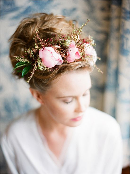 Headpieces, Floral Arrangement,  Vintage Bride, Pink and Gold Weddings, Hairstyles #blushpinkandgoldweddings