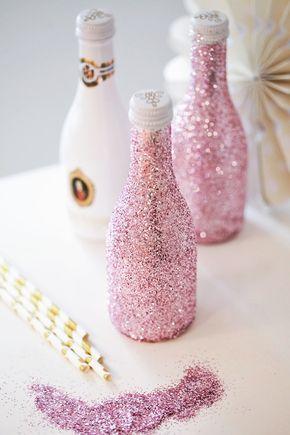 Bridal Shower DIY - rosa Glitzer Sektflaschen, glitter, glitzer, sparkling, sektflaschen, picolo, prosecco, champagner, fürst von metternich, diy, do it yourself, selfmade, giveaway, goodie bag, surprise, gift, bride to be, team bride, wedding diy, hochzeits diy, basteln, hochzeits bastelei, sprühkleber, rosa, girly, deko, dekoration, lifestyle, fashionkitchen, anni fashionkitchen, fashion kitchen, step by step, maid of honor, bridal shower party, glitterling bottle, sparkling bottle, ideen…