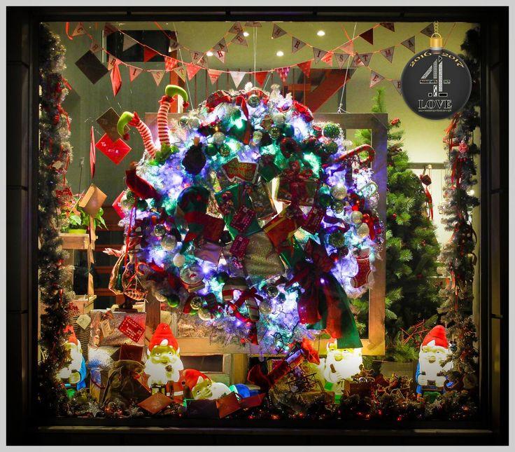 Χριστούγεννα 2016-2017 - #Χριστουγεννιάτικη #διακόσμηση #παιδικής #βιτρίνας με φωτιζόμενους #νάνους #στεφάνι σε μεγάλη διάσταση #παιδικά παιχνίδια κ.α. -#4LOVEgr - Concept Stylist Μάνθα Μάντζιου