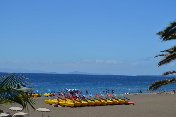 Clear and sunny in most areas of Lanzarote this morning, still some cloud around on the forecast particularly in Tinajo & Haría. Windy 25-35 km/h with gusts up to 60 km/h from the north. 27 degrees. Image: Pedalos on Playa Grande, Puerto del Carmen Published: 8th May 2014