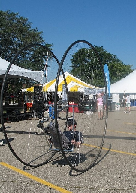 Cirque Amongus  - Maker Faire at the Henry Ford Museum, Detroit. FUN!!!