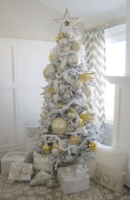Heidi from @homebyheidi went big with her metallic glow theme for her Snowy Spruce Flocked Christmas tree.