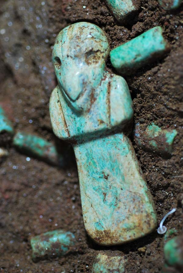 Guatemala: Discovering the Vulture Ancestor, the Oldest Royal Mayan Tomb in Mesoamerica - The team of the Archaeological National Park Tak'alik Ab'aj –after 10 years of continuous searching- finally was lucky to find the second royal burial, which is particularly interesting, as its pattern differentiates from the first and it is quite more ancient.