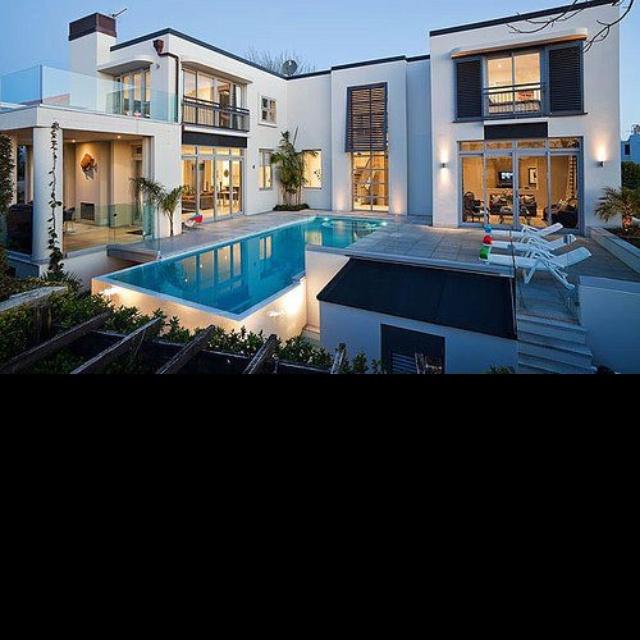 Je kiff la piscine et les baies vitrées
