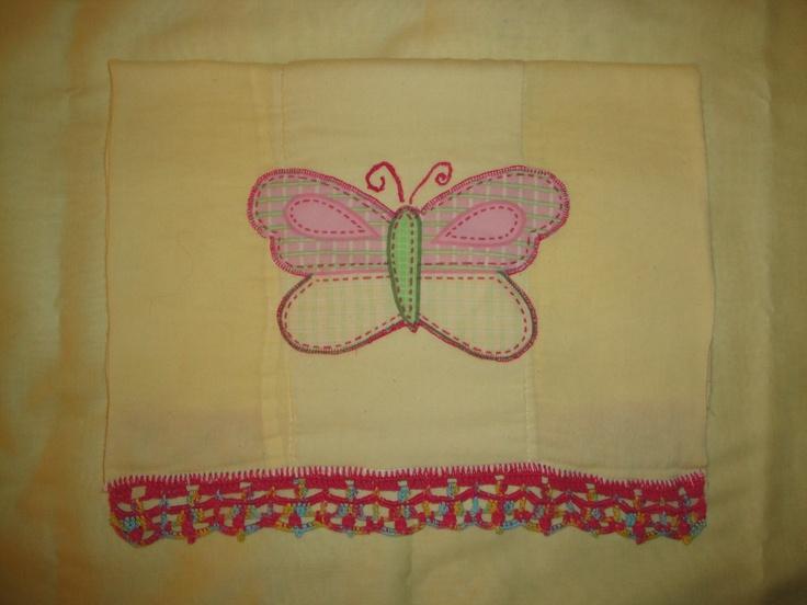 Pa ito con aplicaci n de mariposa en tela y bordes tejidos - Aplicaciones en crochet ...