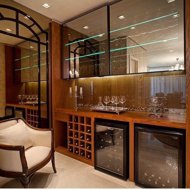 Barzinho com portas de vidro