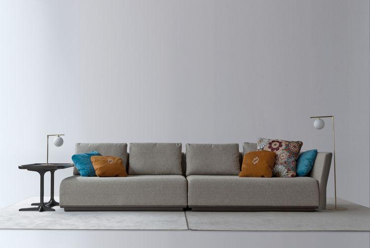 Sofa modular 1742. Base piel nature. Telas en tonos claros combinado con almohadillas de detalle en colores fuertes. Coleccion 2017. Fortune. Tecni nova.