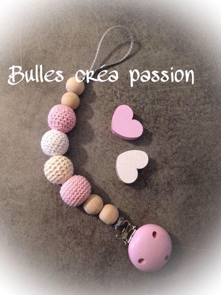 Attache tétine en bois et perles crochet