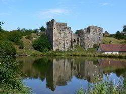 Zřícenina hradu Borotín - pravá hradní romantika