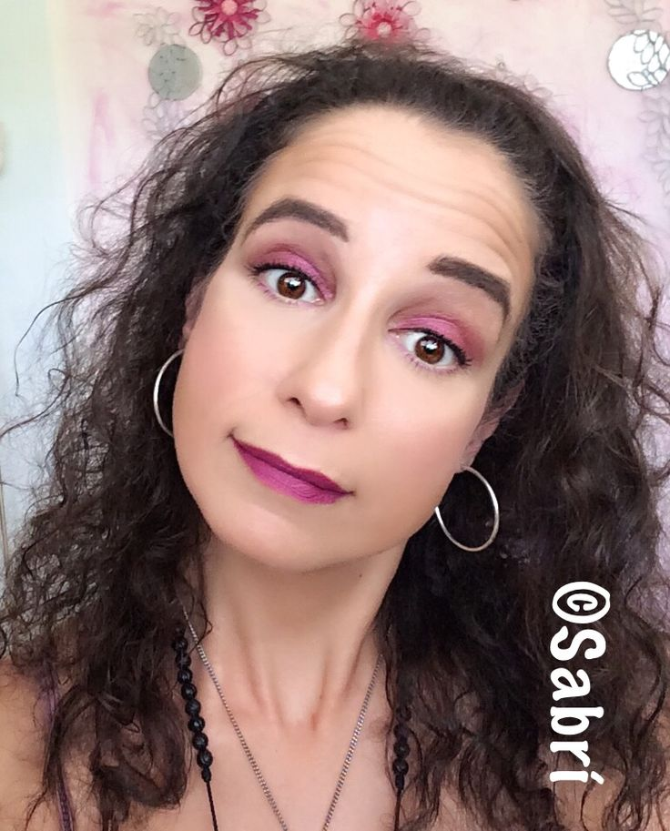 #motd: #fuschia! Who says you can't use this #color on eyes and lips? Keep face #clean and #dewy! Featuring @citycolorcosmetics #citycolorcosmetics #hypnotic #eyeshadowpalette and #jordana #itgirl #lipstick. #Makeup #Maquillaje #maquiagem  #maquillage #beauty #belleza #Bellezza #Cosmetics #Cosméticos #Cosmetici #produitsdebeaute #fabat40.
