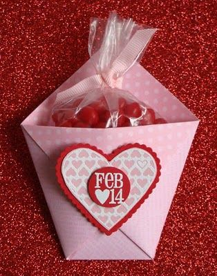 Tutorial for Valentine Pouch - make it for any holiday or as a party favor!