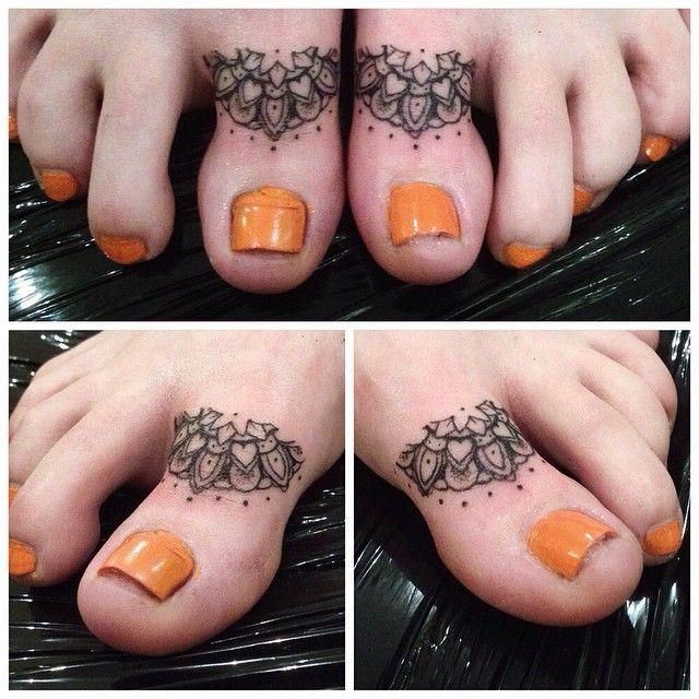 Some toe mandalas from yesterday @losttimecustomtattoo #mandala #geometric #beautiful_mandalas #toetattoo