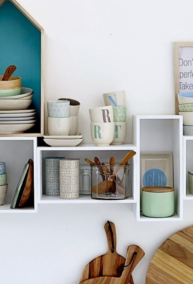 Floating box shelving. Color combination.