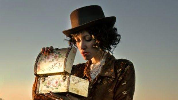 Libri & Cultura: Recensione: IL CANTO DEL DESERTO di Adele Vieri Castellano