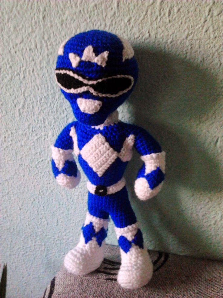 """Amigurumi Power Ranger Azul - Patrón Gratis en Español - Versión en PDF - Click """"aquí"""" en letras moradas debajo de la primera foto aquí: http://amigurumiscuquis.blogspot.com.es/2015/01/power-ranger-azul.html"""