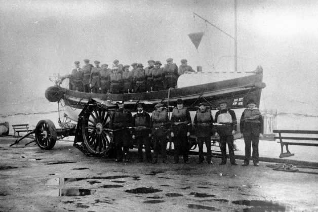 Redcar lifeboat crew in front of Fifi and Charles