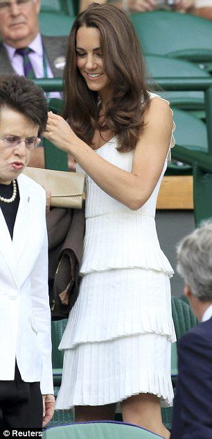 I admire Kate Middleton... and i LOVE her dress! So pretty! :)
