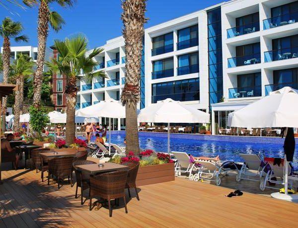 В курортном отеле Delta Beach, расположенном на собственном пляже в заливе Ялыкавак. Расстояние до городка Ялыкавак составляет 3 км. К услугам гостей отеля Delta Beach дневная и вечерняя развлекательная программа для взрослых и детей, а также спа-салон. Из окон отеля открывается потрясающий вид на море.