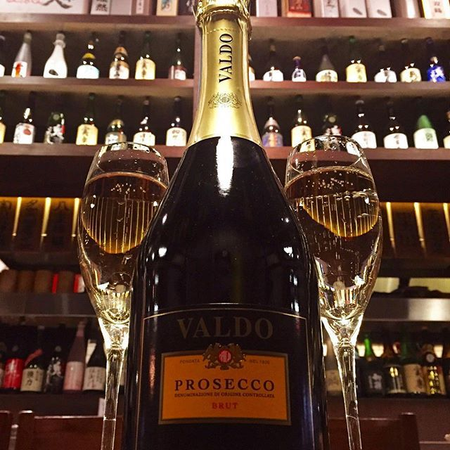 Prosecco, Valdo, Veneto, IT  The perfect apertif sparkling wine. Bright and lively lime and apple fruit with a hint of almond notes  #prosecco #valdo #sparkling #champagne #wine #vino #sparklingwine #instafood #foodgasm #nyc#flatiron #gastropub #nomad""