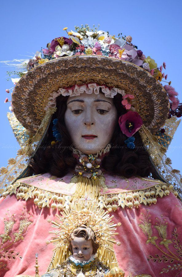 Del Color Del Caramelo Tiene La Virgen La Cara Trasladorocio19 Venida2019 Virgendelrocio Pastora Rocio Imágenes Virgen Del Rocio Virgenes De Mexico Virgen