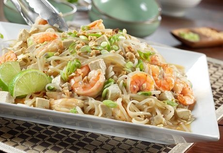 This Asian-inspired dish features sautéd shrimp, red pepper, onion and tofu paired with a savory broth, rice noodles and fresh bean sprouts.