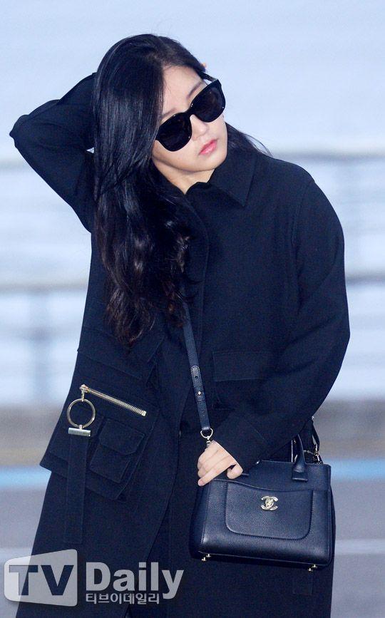 티아라가 인위에타이 V차트 어워즈에 참석차 8일 오전 인천국제공항을 통해 마카오로 출국했다.이날 티아라 소연이 출국장을 향하고 있다.