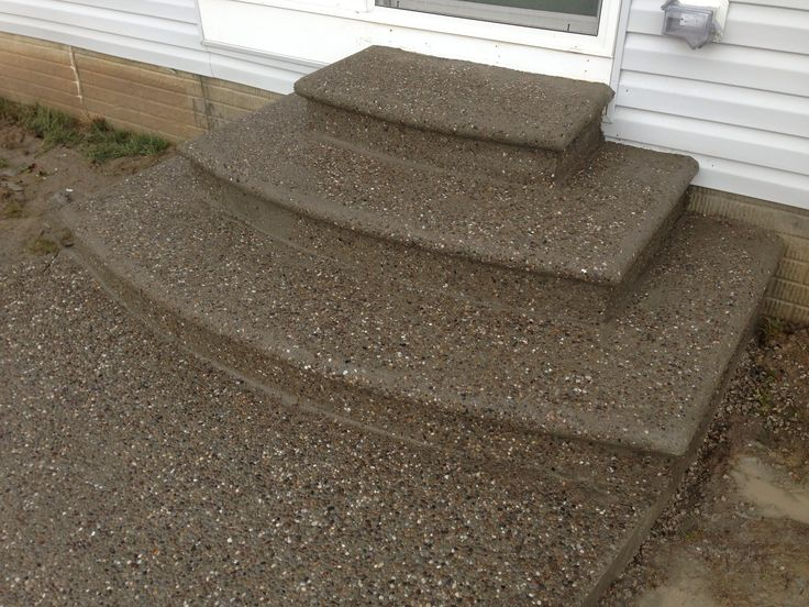 Exposed aggregate decorative concrete steps with bull