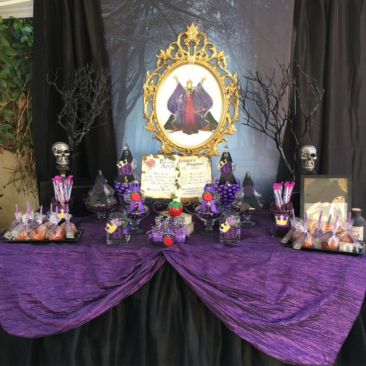 Evil Queen Candy Table In 2019 Villains Party Disney