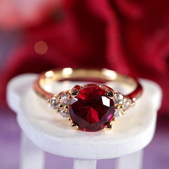 Runde Schnitt rot Rubin Zirkonia 18K Gold Plated von rivajewelry, $5.99