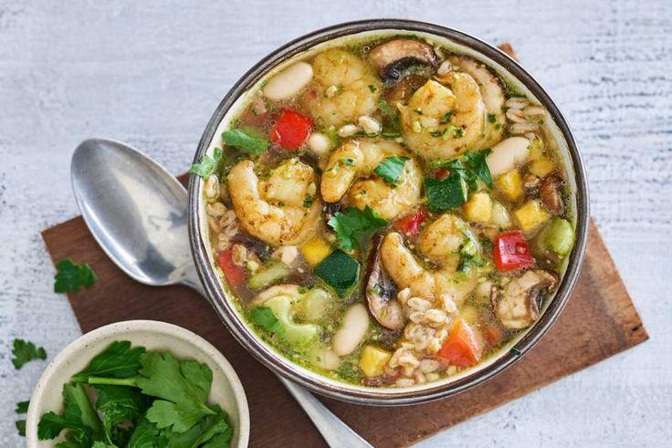 Goedgevulde soep die binnen 15 minuten op tafel staat - Recept - Allerhande