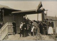 Посещение Великой княгиней вновь открытой школы для мальчиков в сопровождении московского генерал-губернатора В.Ф.Джунковского