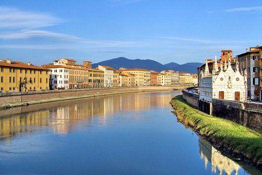 Buongiorno e benvenuti a #Pisa! Beleef deze iconische stad 6 dagen en leer de Italiaanse taal, inclusief verblijf in gedeeld appartement, 20 lessen theorie en praktijk, fietshuur, begeleide stadstour én een heerlijke #wijnproeverij! Nu voor €259,- #Italië #taalcursus #Italiaans #Toscane #diner #dineren #restaurant #Arno