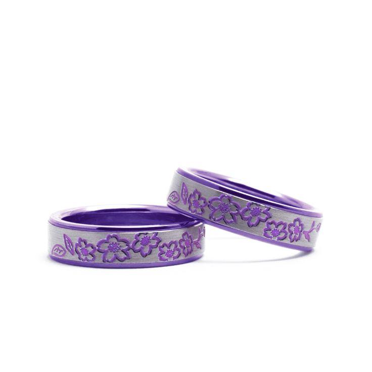 【結婚指輪 ヨシノ】人気のチタンの桜デザイン。 満開の桜が華やかな「ヨシノ」です。素材:Ti(チタン)。
