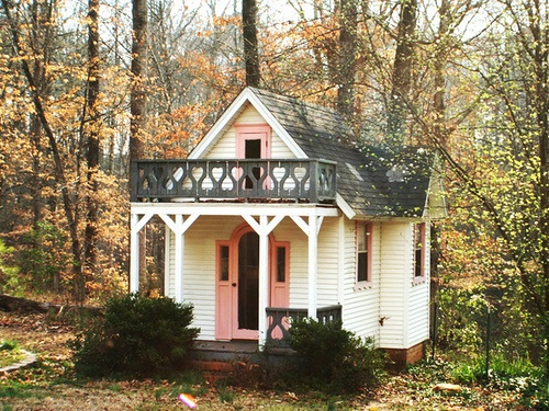 love this playhouse! I am certain I would be hanging out in there more than the kids : )