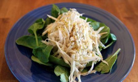 Výborný zelerovo-jablkový šalát s ananásom