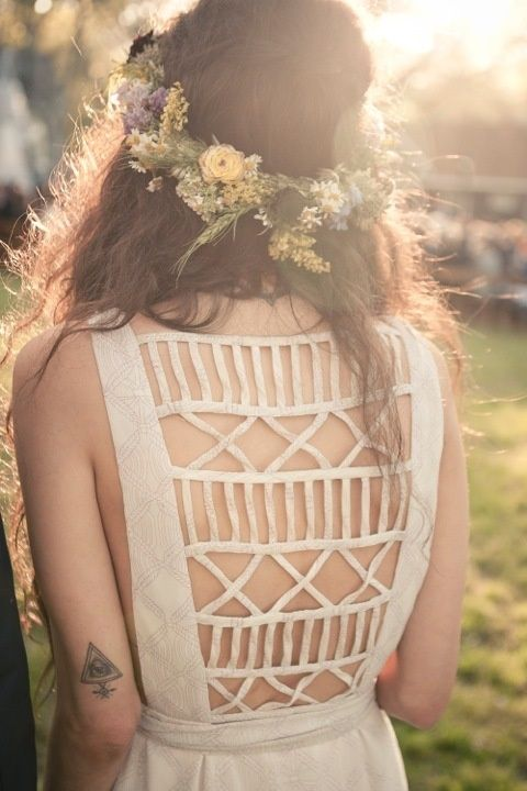 Love the cut-out back on this dress: no tutorial but easy to make