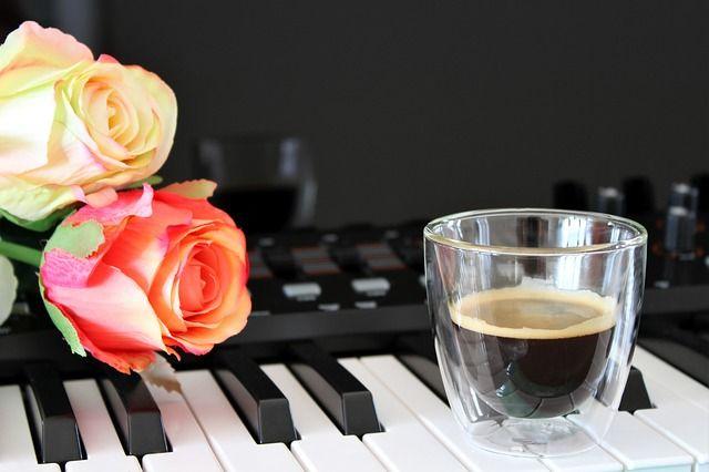 Egy pörgős zene a kávéról http://legjobbkave.hu/egy-porgos-zene-kaverol/