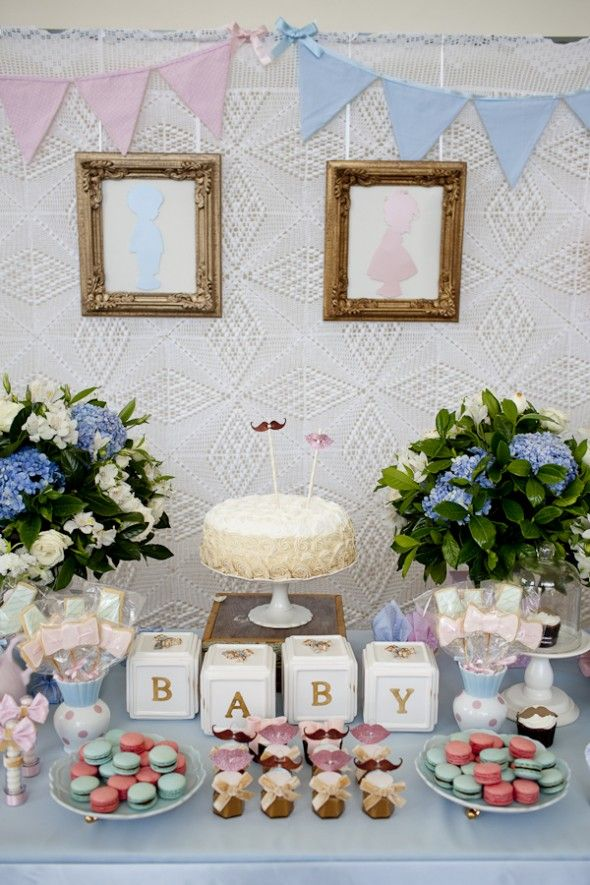 fundo mesa de bolo com colcha de crochê - chá de revelação