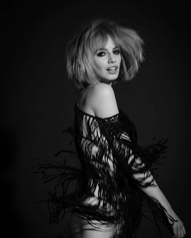 Natalia Chmielik la Bella *********************** @nataliachmielik @bella_project_by_cyron @katarzynasobura #bnw #portrait #beautyfulwoman #polishgirl #fashion #photography #fashionphotography #movement #fun #blonde  #model