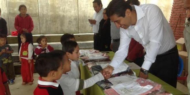 Oaxaca Digital | Entrega SEDESOH uniformes y útiles escolares en Valles Centrales y Sierra Norte