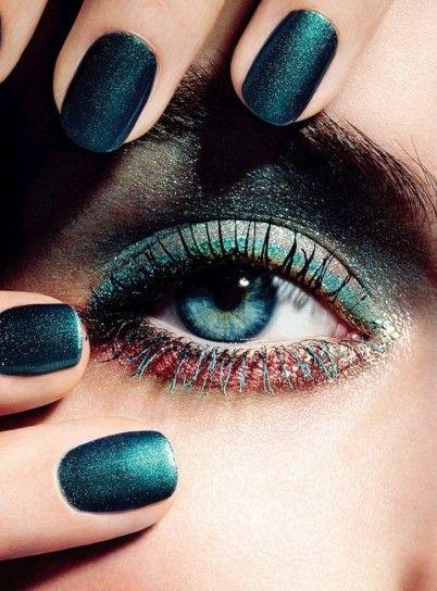 Trucco con eyeliner verde scuro mare