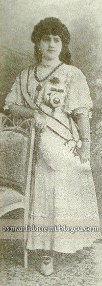 ZEKİYE SULTAN Sultan Abdulhamid 13 eşinden , 17 evlat sahibi olmuştur. Sultan Abdulhamid'in dokuz  Kızından beşi