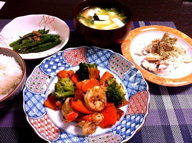 先週の晩御飯。いつの日か忘れました〜(~_~;) - 64件のもぐもぐ - エビの野菜炒め、鶏のマヨネーズ和え、三度豆のお浸し、お味噌汁 by kimi