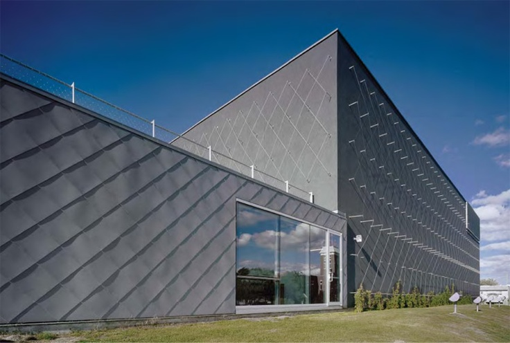metal poles + tensile structure - dynamic facade