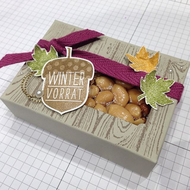 Kreativersum, Stampin' Up!, SU, Verpackung, Envelope Punch Board, Hardwood, Stempel, Saharasand, Wildleder, Himbeerrot, Olivgrün, Currygelb, Gold, Kordel, Perlen, Baumwollband, Eichel, Stanze, Blätter, Stempelkissen, Farbkarton, Erdnüsse, Wintervorrat, Herbstgrüße, Goodies