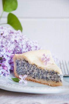 Wenn es eine #Mohntorte gibt, die ich immer und überall essen möchte, dann ist es definitiv diese Variante mit einer himmlischen Pudding-Mohnfülle und Mürbteig. #Rezept #Kuchen #Mohn