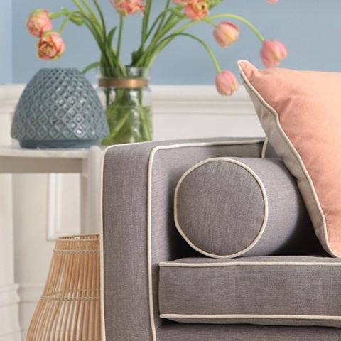 It's all in the detail! We adore our Jazz sofa pictured here in keylargo silver fabric complemented beautifully with contrast piping to add an extra element of style to an already beautiful sofa. Whatever your sofa style we have it covered. @ozdesignfurniture #ozdesign #ozdesignfurniture #sofa #style #vignette #interiorstyling #interiordesign #interiordecoration #pastels #homewares #home #living #furniture #FF #instafollow #L4L