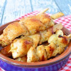 Deze honing kipspiesjes mogen niet ontbreken als je zelf verschillende soorten tapas maakt, ze zijn ook heerlijk voor bij de borrel!
